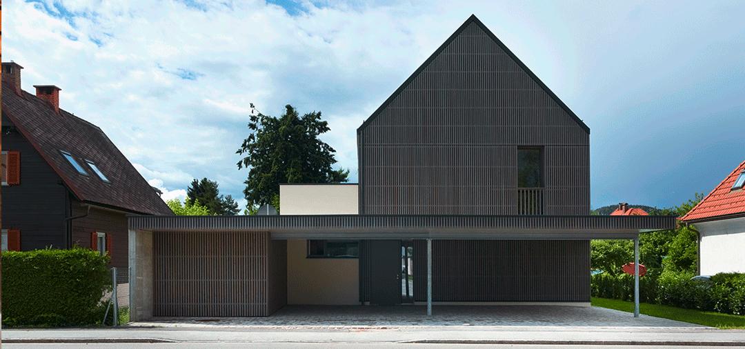 Meisterhaus, graues Holz, Rückansicht